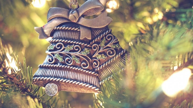 Decorating Christmas Trees Outside.The Tradition Of Decorating Christmas Tree Your Roots In