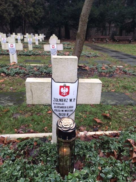 Grób Aleksandra Glińskiego na Cmentarzu Wojskowym w Starych Babicach. Zdjęcie ze zbiorów Wiesława Walaszka.